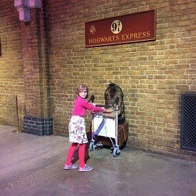 2017-02-03-15-18-16-families-experience-the-magic-of-hogwarts-4212-1-image1.jpg